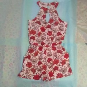 NWOT One Clothing Los Angeles Floral Romper - S